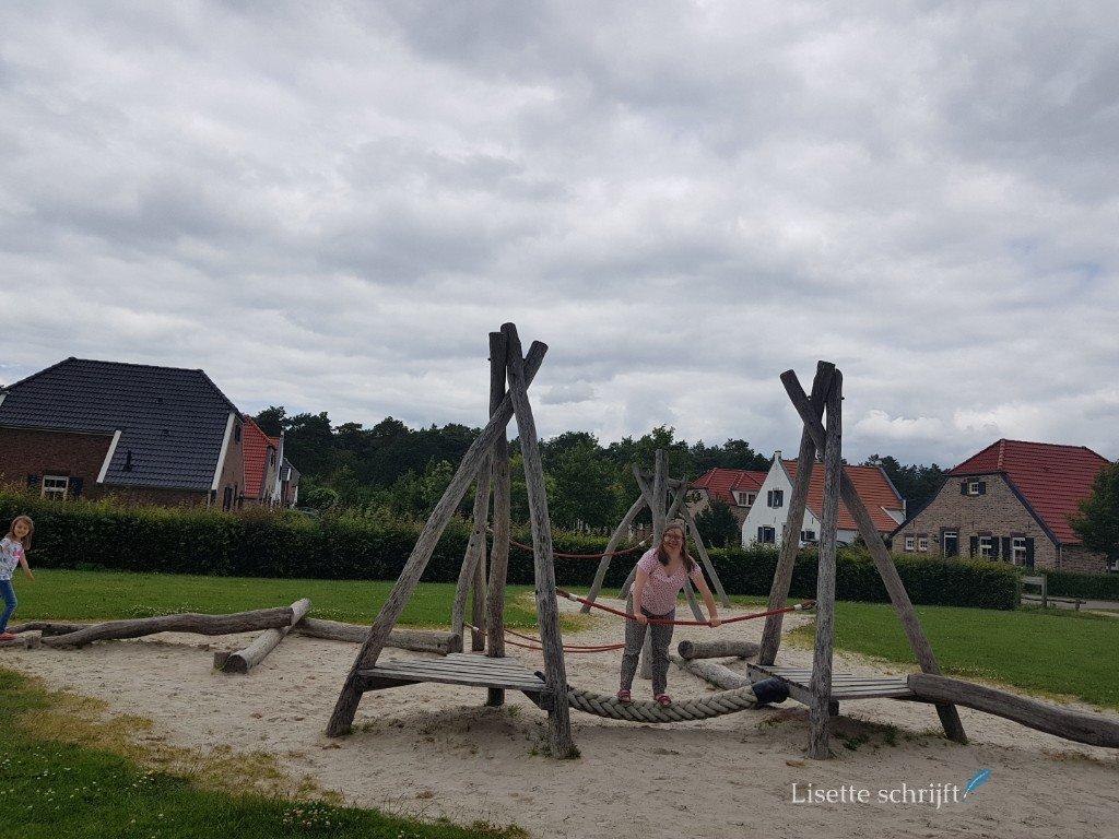de speeltuin bij Buitenhof de Leistert