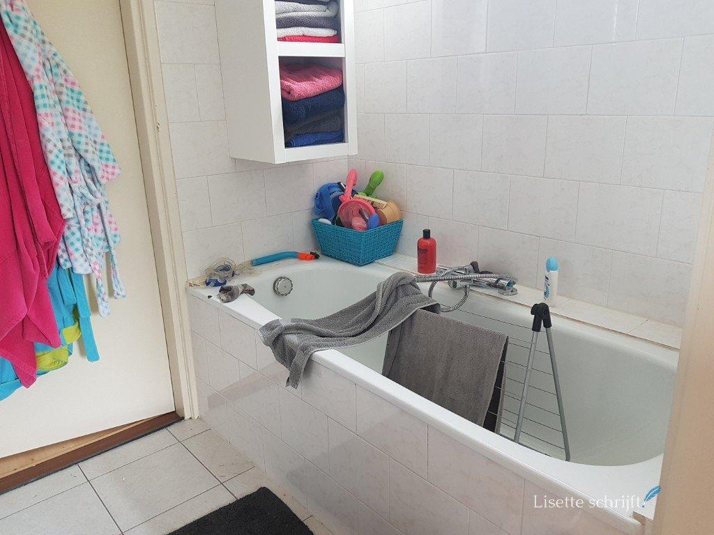 onze oude badkamer