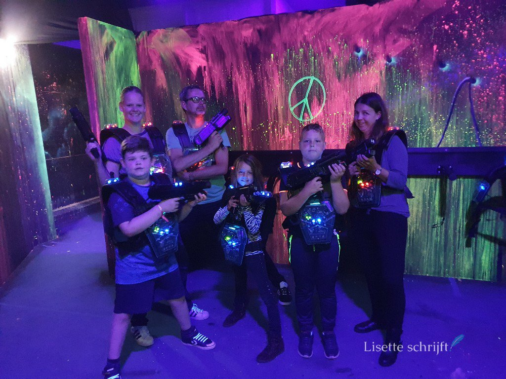 indoor lasergame vr game in the city