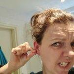 oorbellen zitten vast in mijn oor