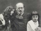 Emile Zola et ses enfants vers 1898 @Emile Zola (Collection Château d'Eau, Toulouse et Musée du Jeu de Paume)