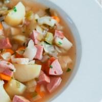 Inspirert av sesongen - grønnsakssuppe med kjøttpølse