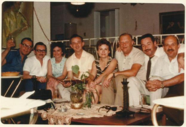 Susret s prijateljima 1969. u stanu D. resau New Jerseyu (SAD); V. Mervar, K. Hohnjec, gđa Res, D. Satler, gđa Mervar, M. Fuchs, S. Selak i D. Res