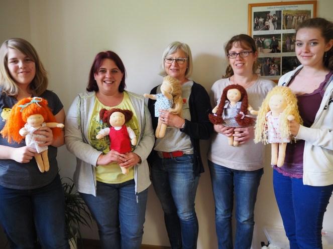 Marie-Sophie, Iris, Karin, Christine und Lisa mit Ihren Puppenkindern