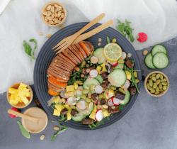 Aziatische zoete aardappel maaltijdsalade