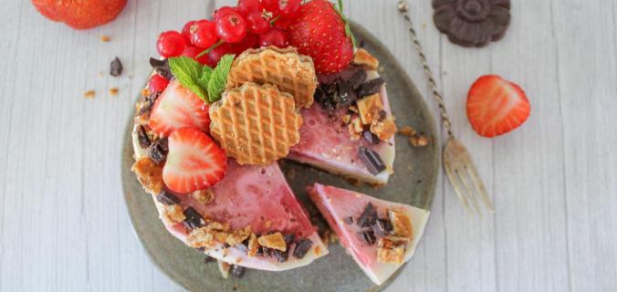 Mini aardbeien kwarktaart met stroopwafel