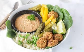 Holistische falafel bowl