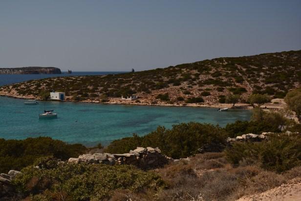 La baia della spiaggia di Agia Irini
