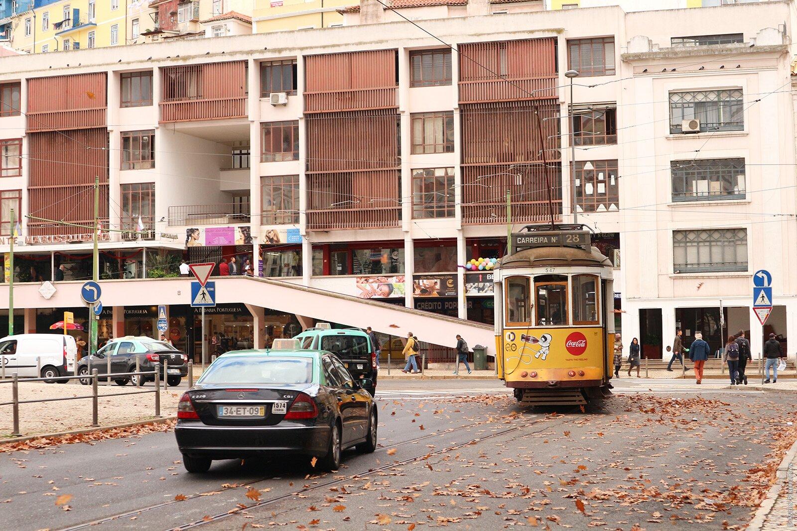 Такси на площади Martim Moniz