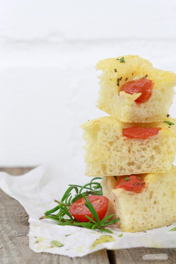 Focaccia mit Rosmarin & Cherrytomaten