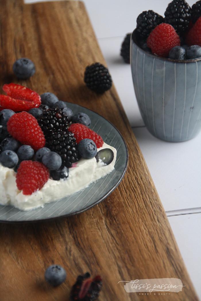 Joghurt-Waldbeeren-Schnitten