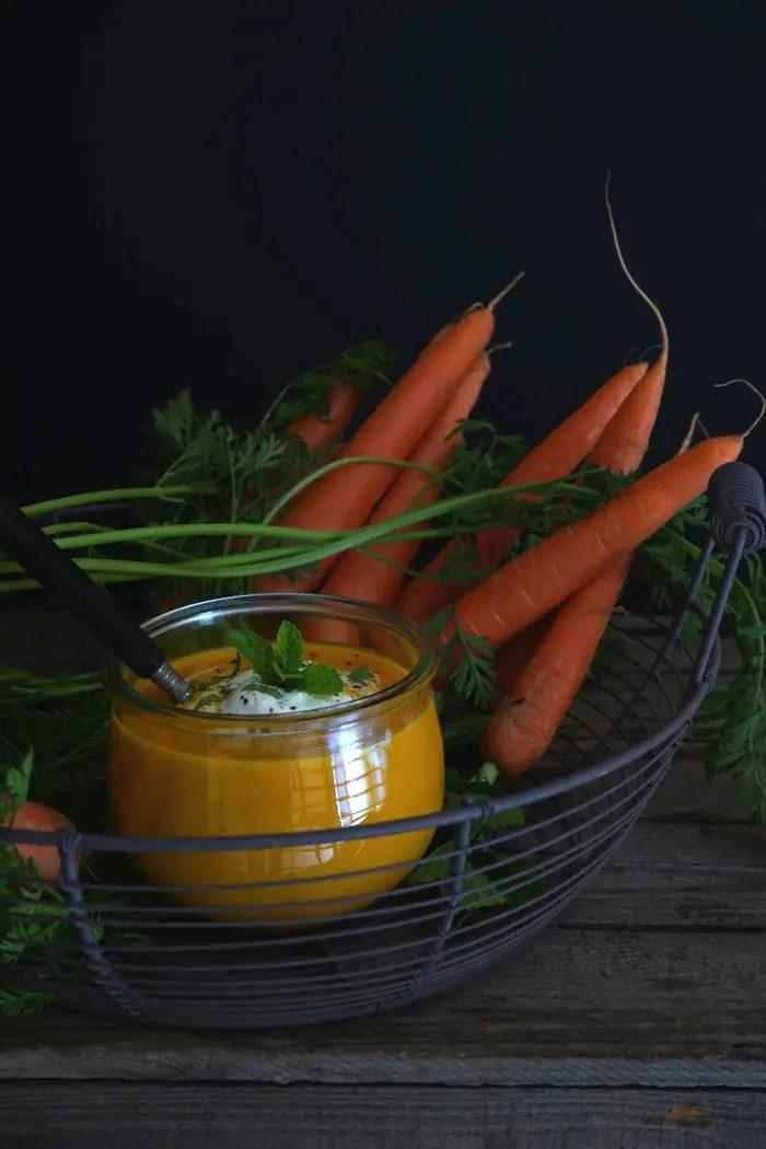 Karotten-Cremesuppe mit frisch gepressten Orangen