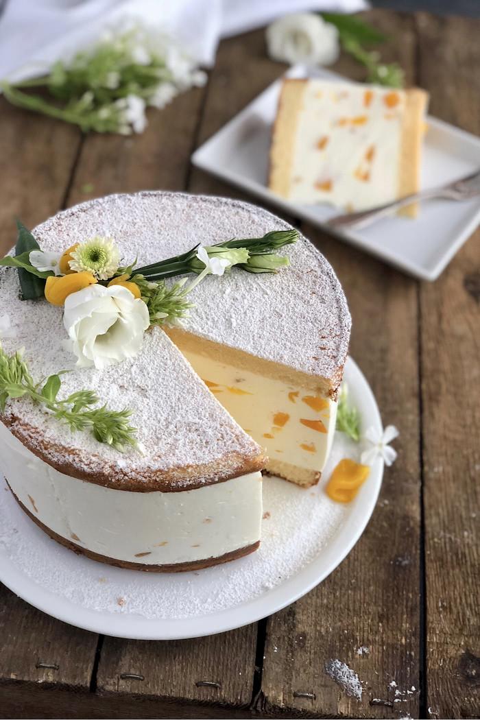 Klassische Käse Sahne Torte mit Pfirsichen