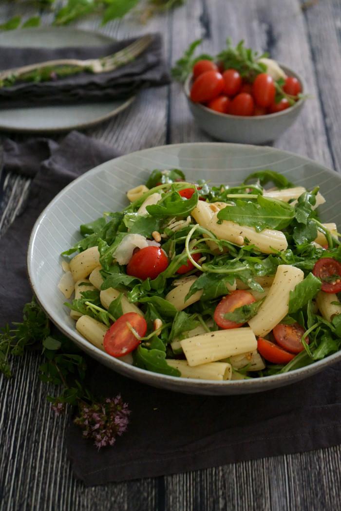 Sommerlicher Rigatoni Rucola Salat