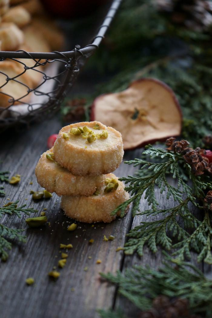 Marzipan-Heidesandplätzchen mit Pistazien