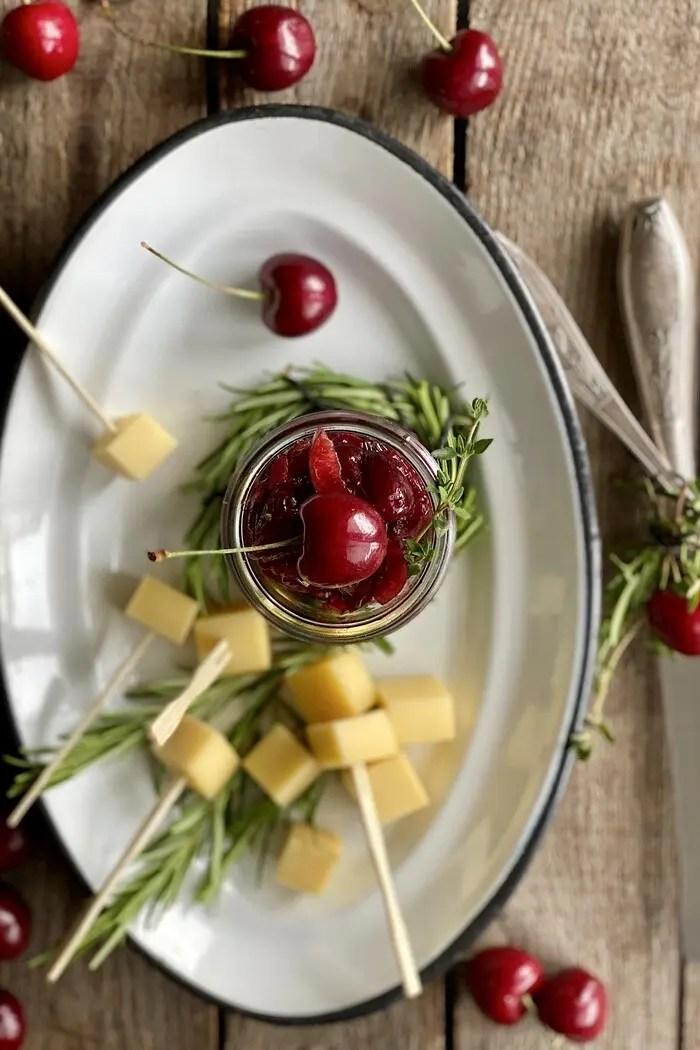 Feuriges Kirsch Chutney mit Chili & Rosmarin