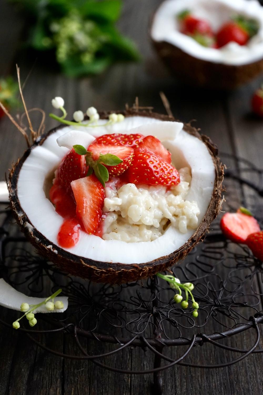 Kokosmilch Reis mit frischen Erdbeeren