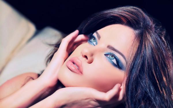 Makeup-Frame-of-Mind