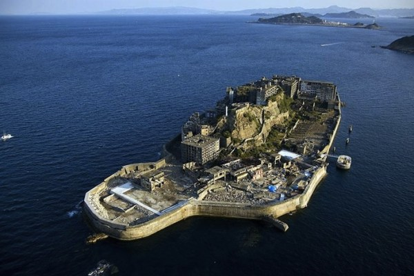 Abandoned Places hashima Island japan