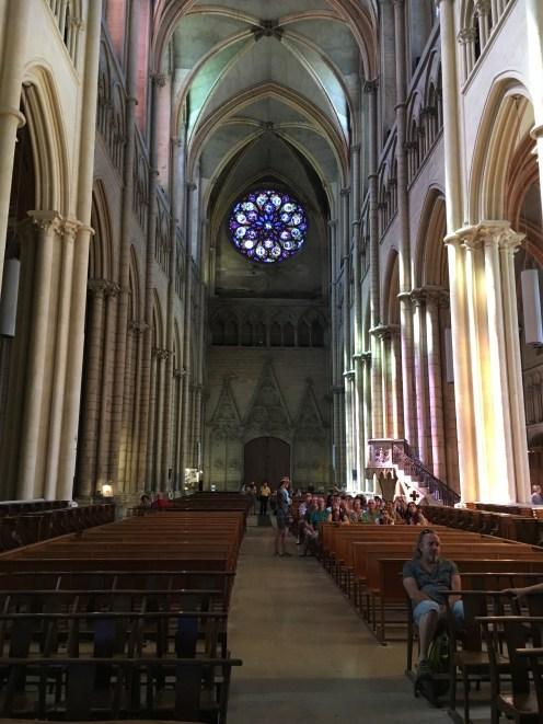 Interior da Catedral Saint-Jean-Baptiste
