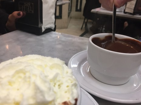 Churros com chocolate quente em Madrid