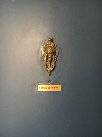 Porta do apartamento Edith Piaf