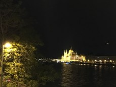 Prédio Parlamento iluminado