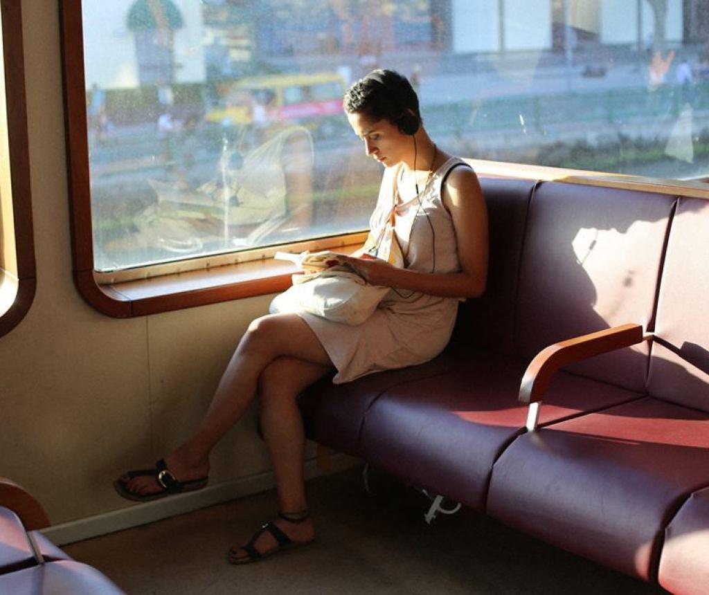 Otobüs Yolculuklarını Keyifli Hale Getirecek Tüyolar: Kitap okuyabilirsiniz