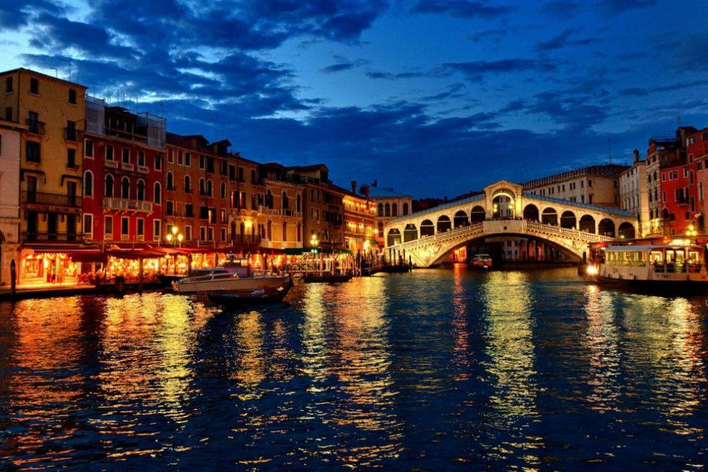 Venedik Gezilecek Yerler: Rialto Köprüsü