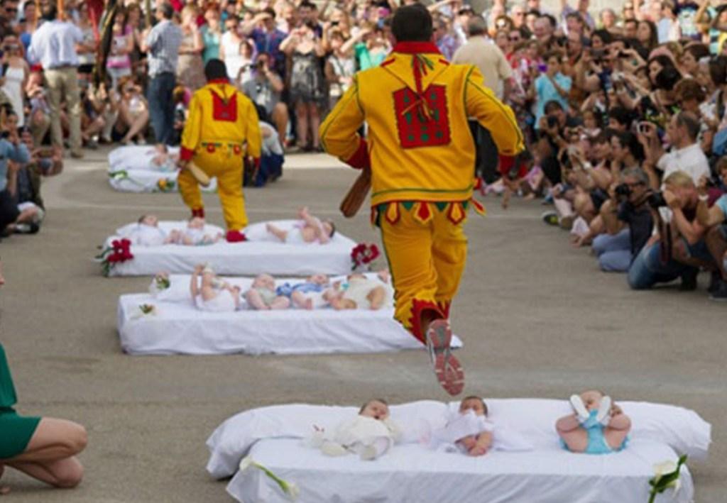 Bebek Üzerinden Atlama Festivali