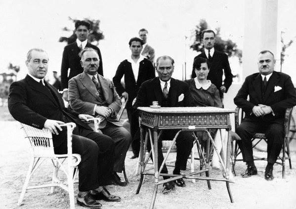 3. Hep Mustafa Kemal'in yanı başında