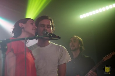 Members of Ó singing with (Sandy) Alex G