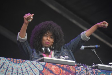Ms. Lauryn Hill's DJ at KAABOO Dallas by David and Taylor Israel for ListenSD