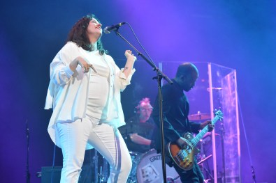 Alanis Morissette DJ at KAABOO Dallas by David and Taylor Israel for ListenSD