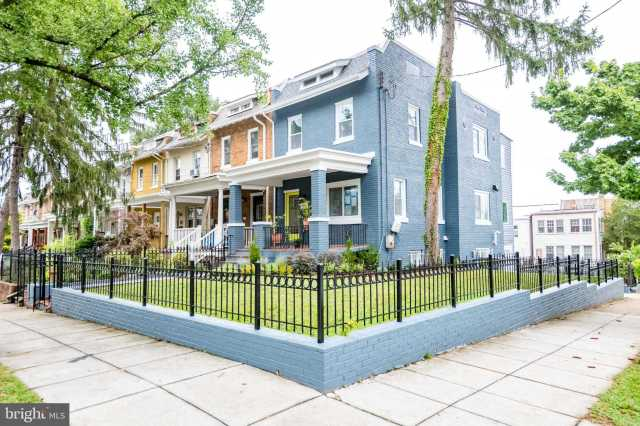 $949,999 - 4Br/4Ba -  for Sale in None Available, Washington
