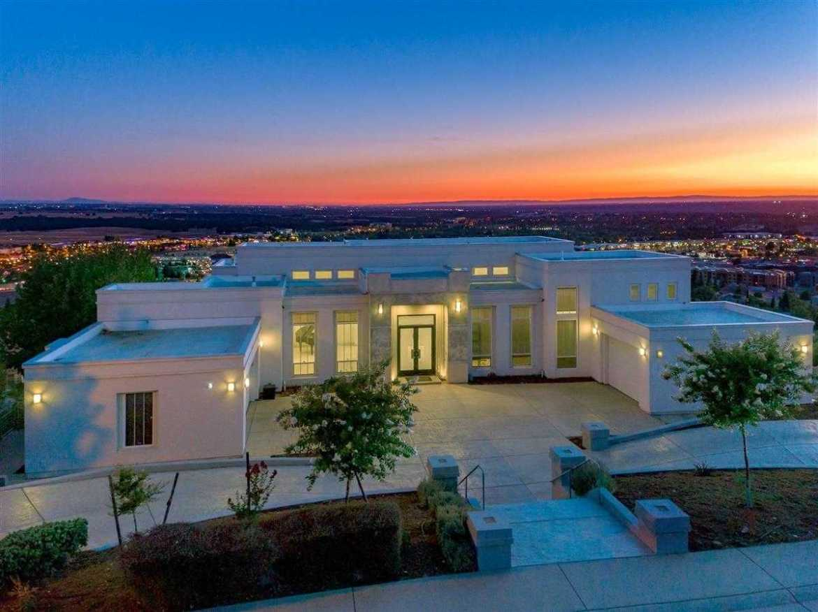$2,000,000 - 4Br/6Ba -  for Sale in Folsom