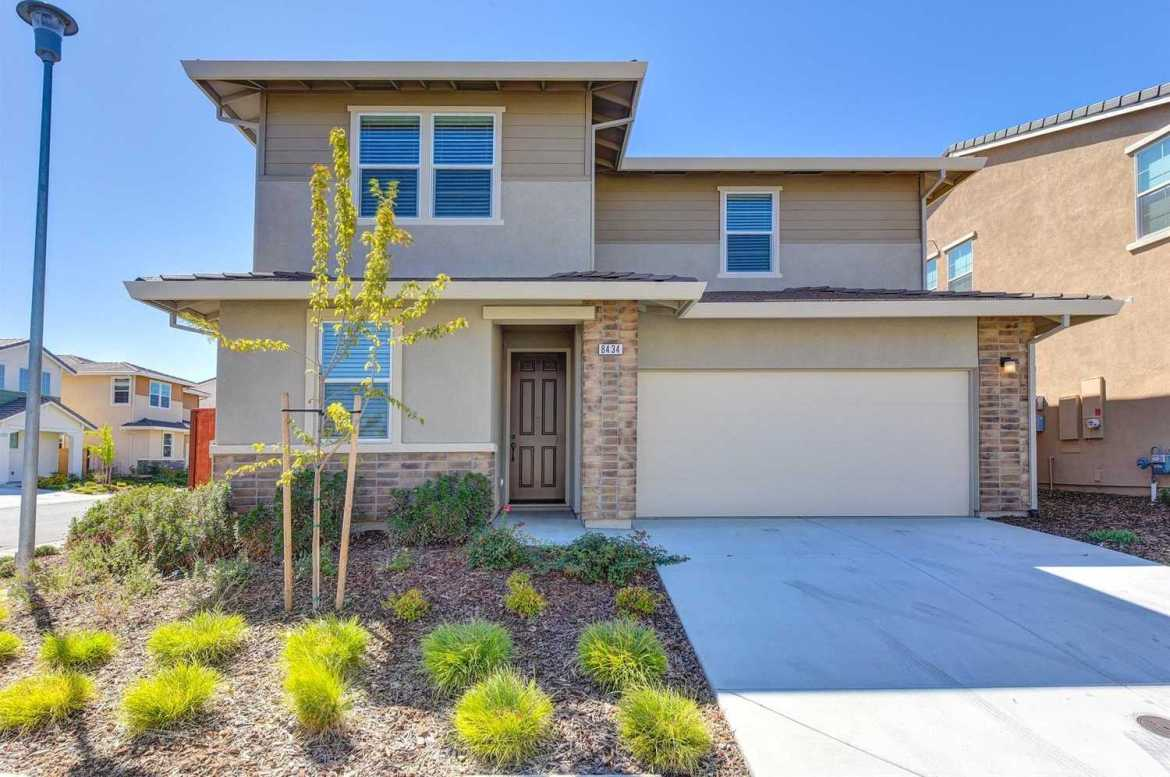 $529,000 - 4Br/3Ba -  for Sale in Capital Reserve, Elk Grove