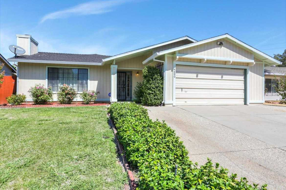 $339,900 - 4Br/2Ba -  for Sale in Sacramento