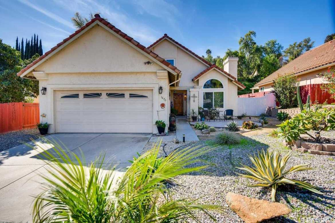 $547,000 - 3Br/3Ba -  for Sale in Spring Valley