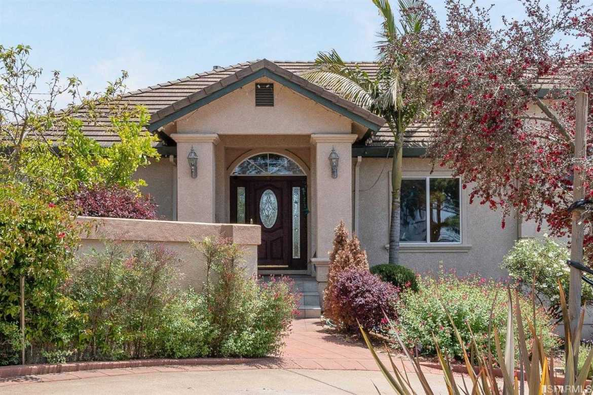 $1,000,000 - 3Br/3Ba -  for Sale in Castro Valley
