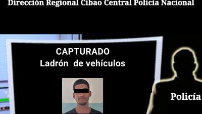 POLICÍA APRESA EN SANTIAGO RECONOCIDO LADRÓN DE VEHÍCULOS.