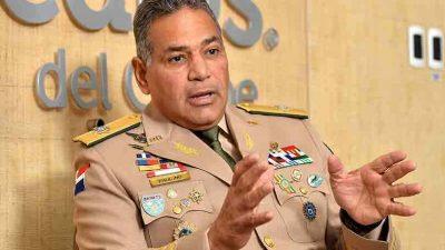 """Ministro de Defensa asegura RD$50 millones al día """"no es dinero"""" para sostener soldados de la frontera"""