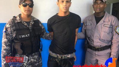 POLICÍA CAPTURA PRÓFUGO EL CUÁL HABÍA ESCAPADO DEL PALACIO DE JUSTICIA DE SANTIAGO.