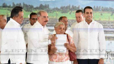 Presidente Rep. Dom. favorece 457 familias con títulos de propiedad.