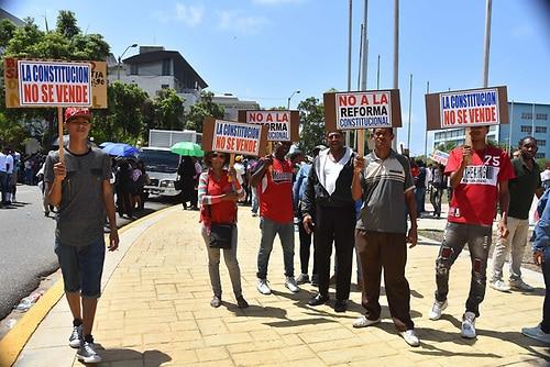 Algunos reformistas y perremeístas se unieron a leonelistas en protesta contra una posible reelección