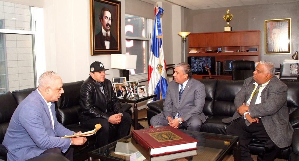 Dominicano liberado de cárcel de NJ visita al cónsul Carlos Castillo para agradecerle asistencia legal