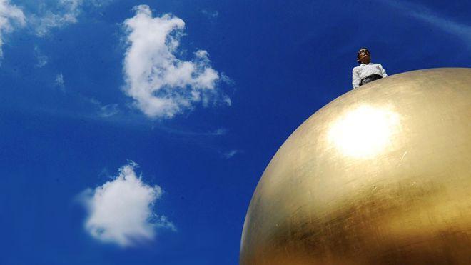 """""""Bolas doradas"""", el show de TV de estrategia que sacudió la fe en la humanidad y hoy es un ejemplo para prestigiosos economistas"""
