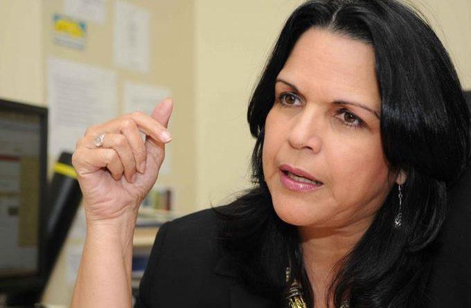 Minou Tavárez dice al presidente Danilo solo se le debe habilitar una silla en los tribunales