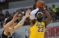 Jugadores de Lakers y Nets se enfrentaron con Silver en China