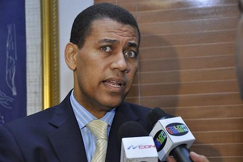 Dirigente del PRD Guido Gómez presenta instancia ante TSE para que cancelen candidatura del aspirante presidencial del PLD Gonzalo Castillo